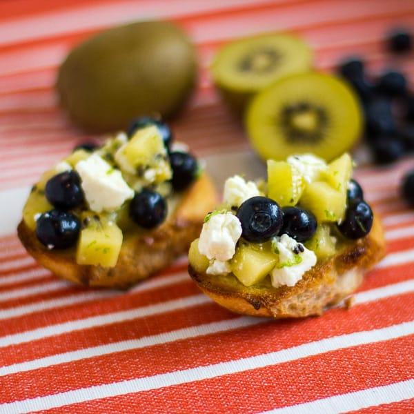 golden kiwi and blueberry bruschetta sq1