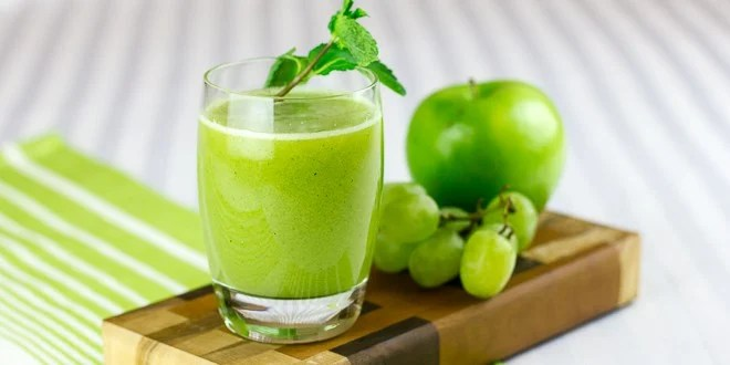 This fresh juice, made with green grapes, granny smith apples and fresh mint, is a source of vitamin C and vitamin K, as well as antioxidants.