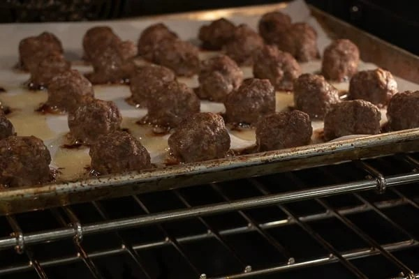 Cooking meatballs has never been easier than baking them in the oven. A simple recipe for meatballs that can be used in spaghetti sauce, with honey garlic sauce, for swedish meatballs and more!