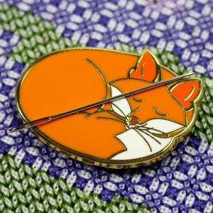 Sleeping fox hard enamel needle minder