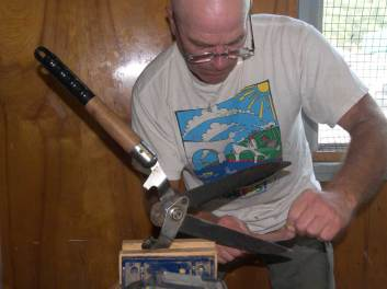 Sharpening garden shears