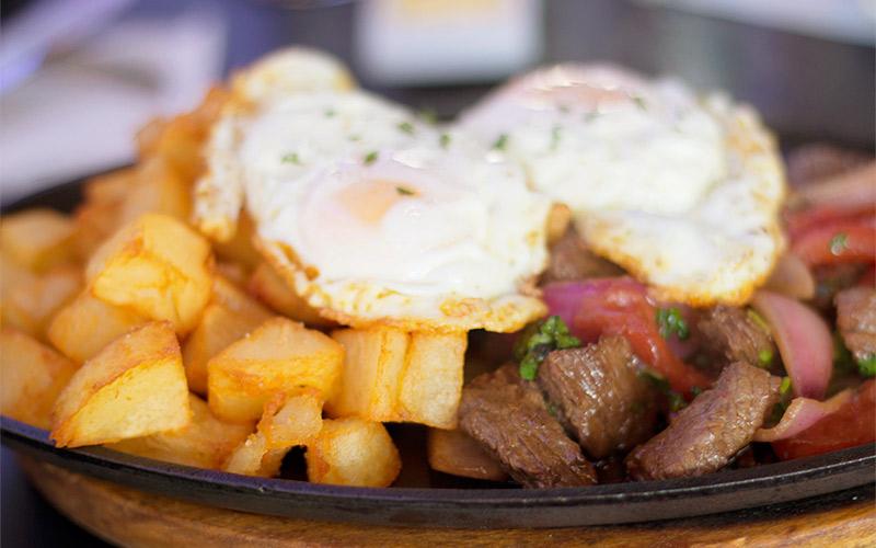lomo-saltado-fried-eggs