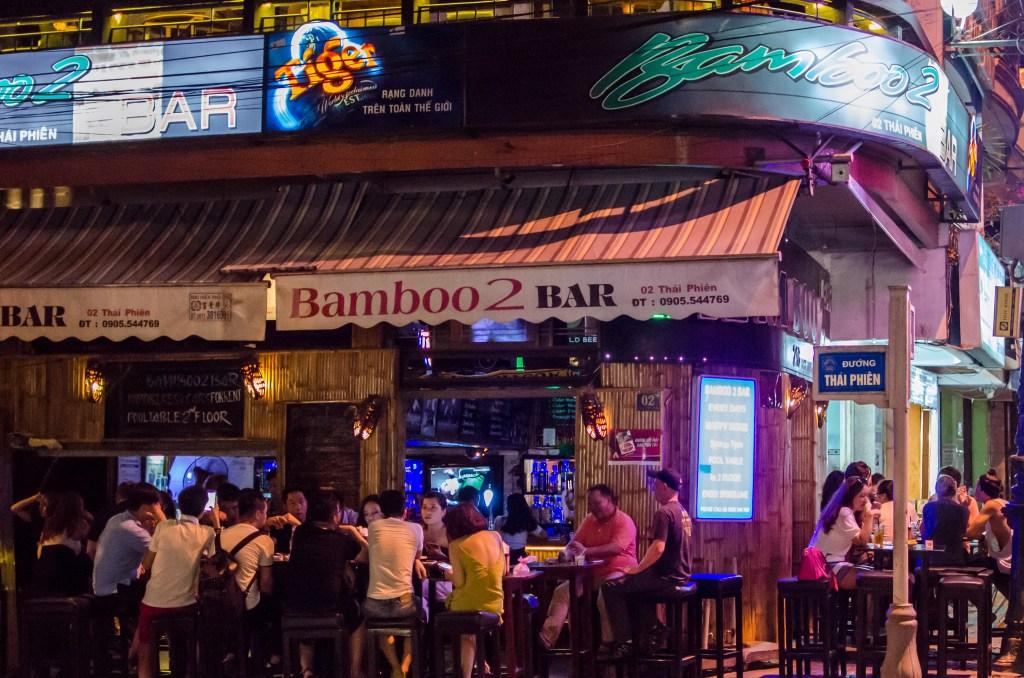 da-nang-nightlife-bamboo-bar-2