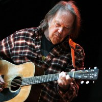 Neil Young verrast fans met akoestisch album 'A Letter Home'