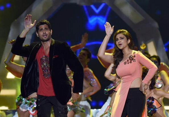 IIFA : Rising stars Ranveer Singh & Sidharth Malhotra with Parineeti Chopra's rocking performances