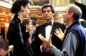 Famke Janssen (l.), Pierce Brosnan (m.) and Director Martin Campbell
