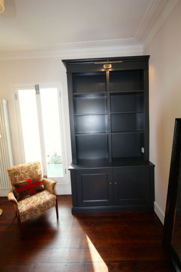 Fitted bookcase with picture light in Wandsworth