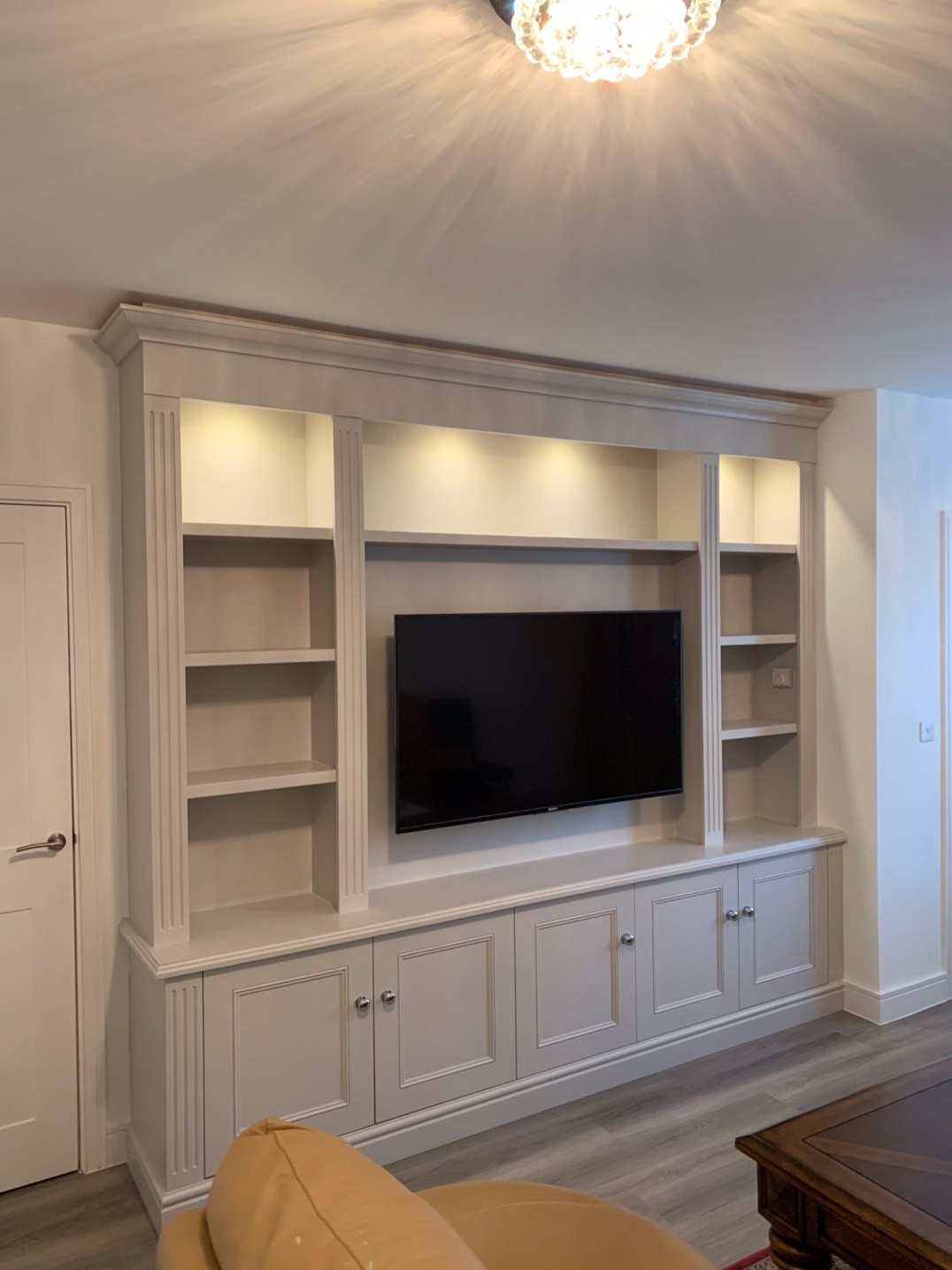 Traditional style media unit with fluted pilasters to sides