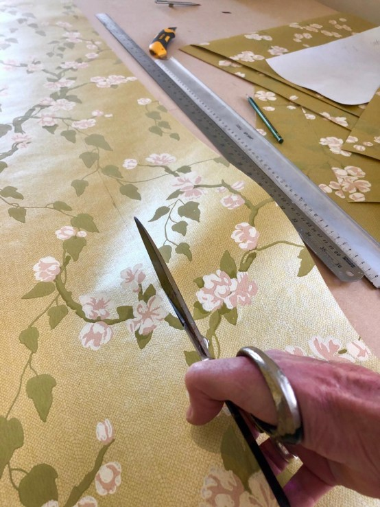 Measuring and cutting wallpaper