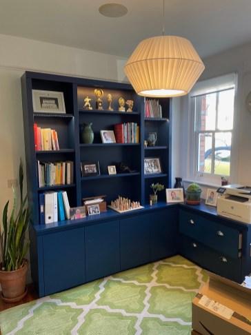 Bookcase with useful corner return