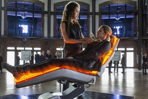 DIVERGENT (Maggie Q and Shailene Woodley)