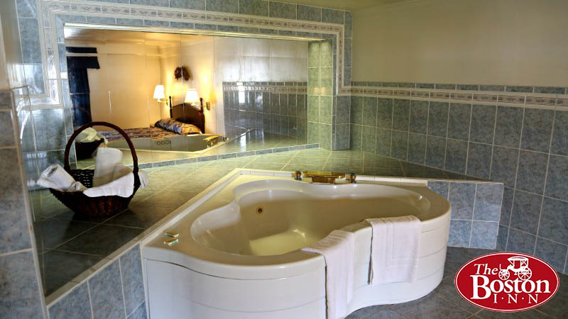 Hotel Rooms  Cheap Hotel Rooms  Jacuzzi In Room  The