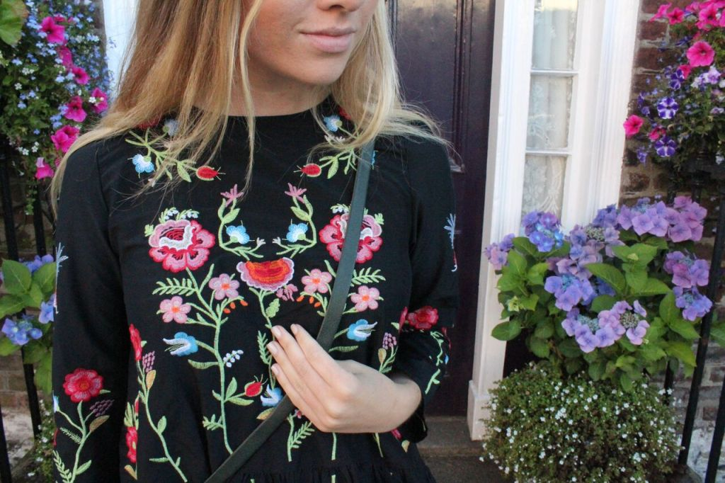 Embroidery zara black dress bloggers