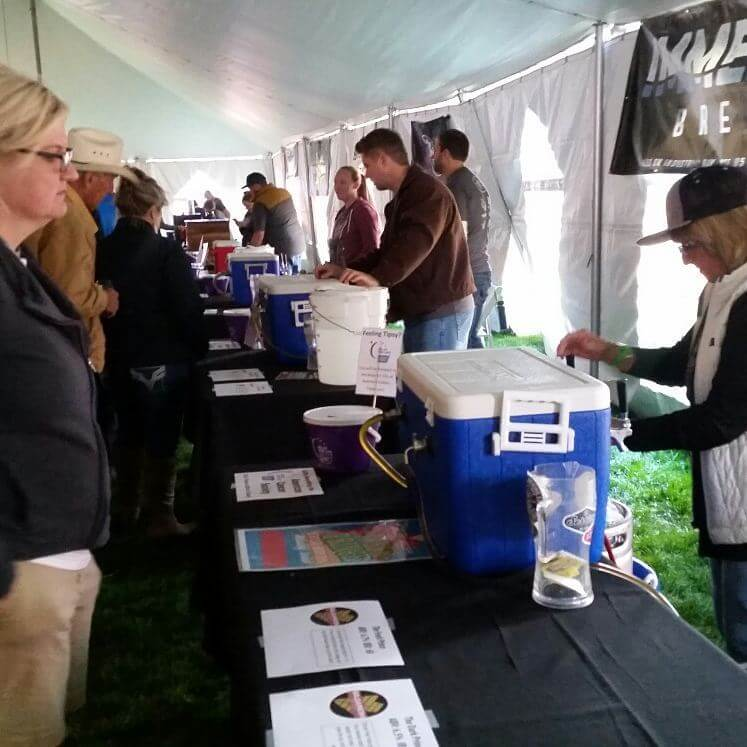 Sisters Fresh Hop Festival 2017 - pouring beers