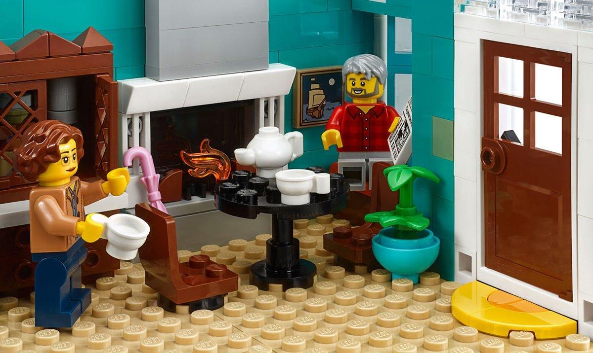 LEGO 10270 Creator Expert Modular Bookshop Images