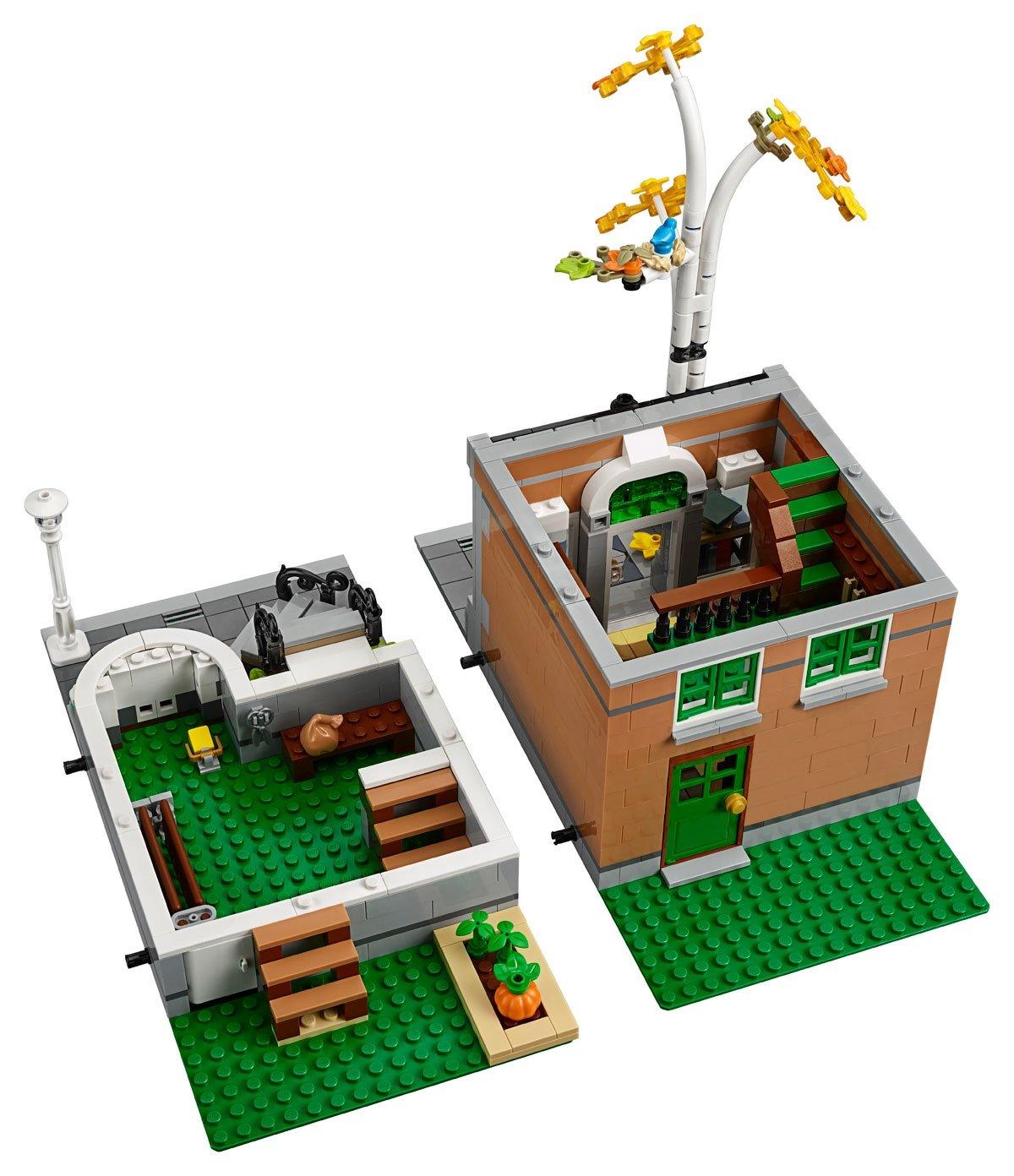 LEGO 10270 Creator Expert Modular Bookshop floors 4