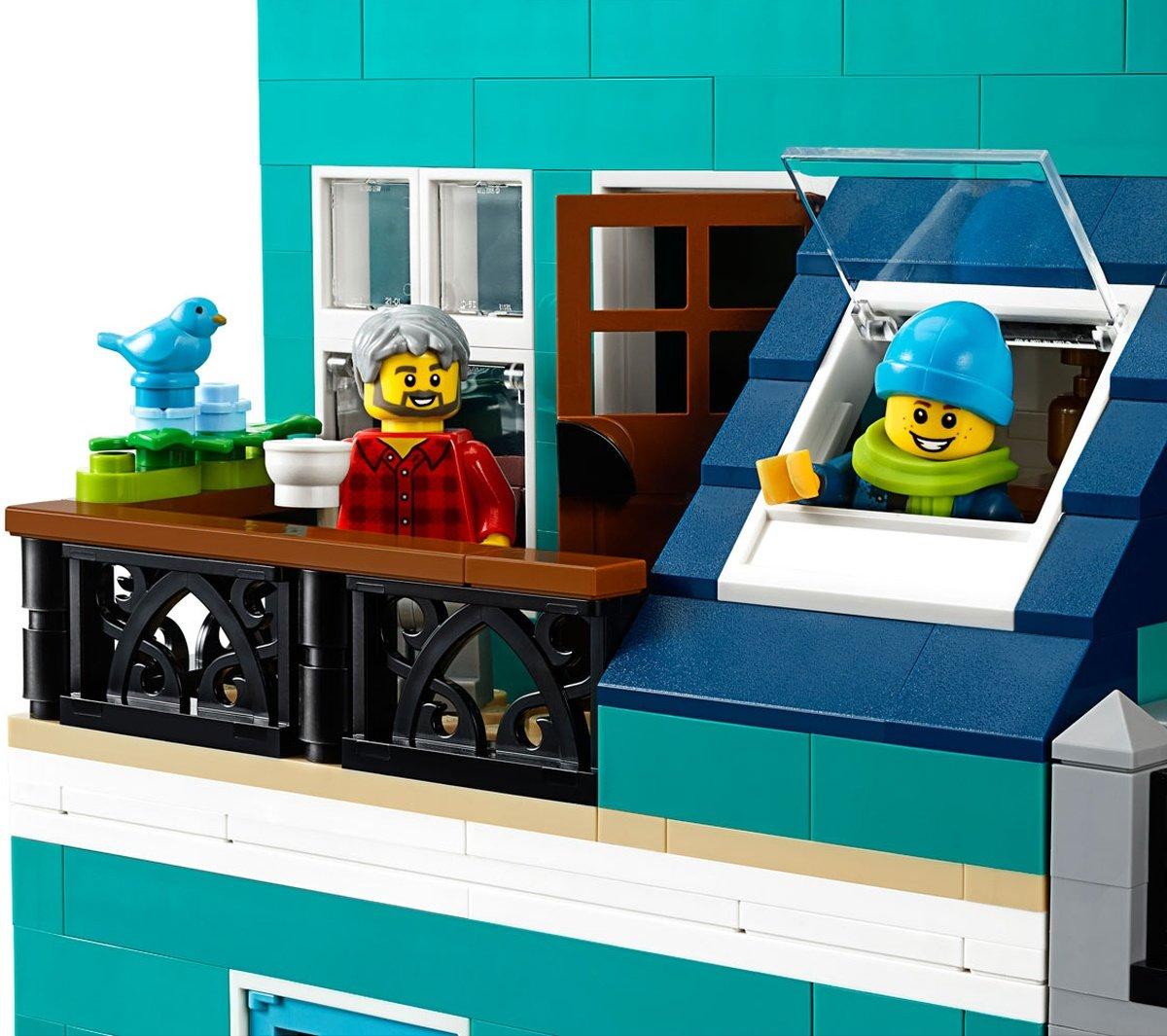LEGO 10270 Creator Expert Modular Bookshop rooftop