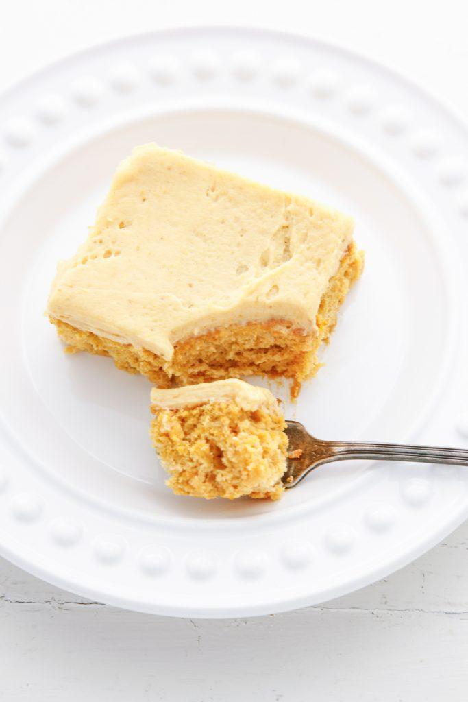 pumpkin-chiffon-cake-with-pumpkin-buttercream_-10