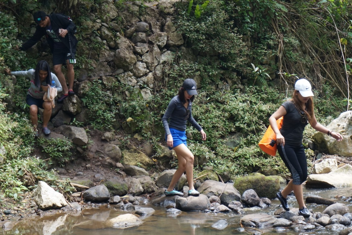 Sagada adventure trail, river crossing