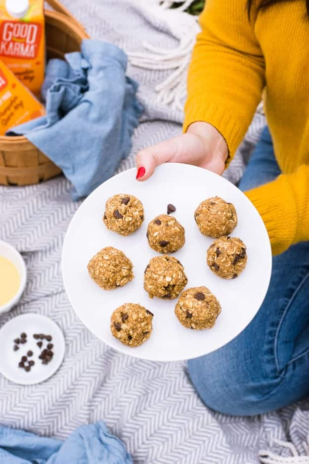 Since it's the season to be obsessed with all things pumpkin-flavored, you have to make my No-Bake Pumpkin Chocolate Chip Energy Bites! A gluten-free, vegan, refined sugar-free seasonal dessert. || The Butter Half #pumpkindesserts #pumpkinrecipes #energybites #pumpkinenergybites #thebutterhalf