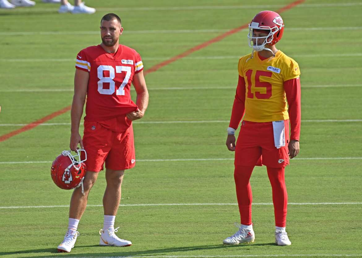 Patrick Mahomes and Travis Kelce have hilarious exchange over a batch of cookies