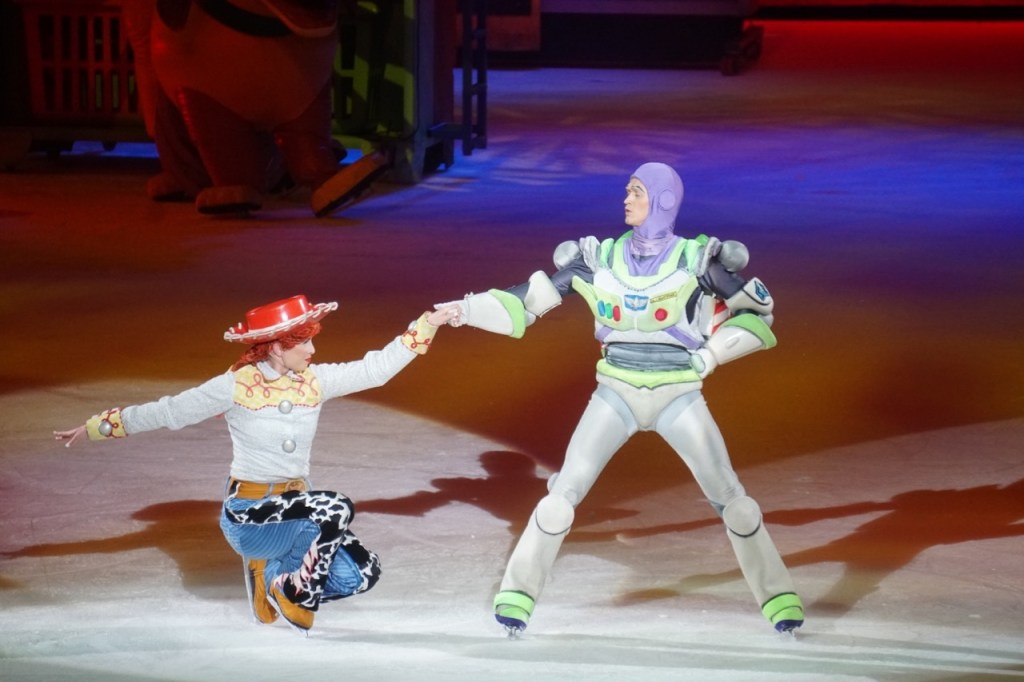 Ken wasn't the only one showing off his dance moves. Buzz and Jesse also took a whirl!
