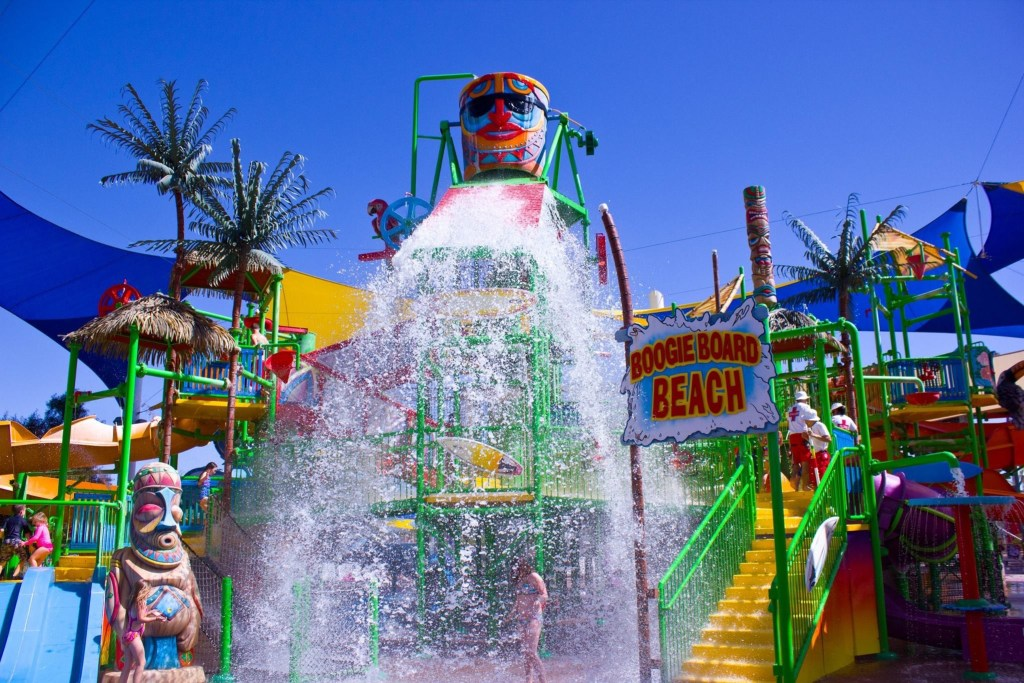Looking for a fun way to escape the heat in Arizona? Spend a day at Wet 'n' Wild! One lucky reader will be able to win 4 tickets by entering a giveaway to Wet 'n' Wild in Phoenix!