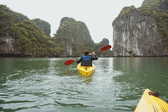 Ha Long Bay kayaking