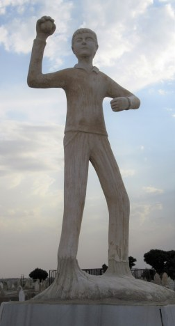 Beşir Remezan statue