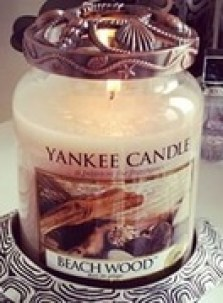Yankee Candle with bronze metal candle topper