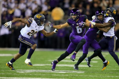 Dante Pettis (8) carries the ball against Cal on Oct. 7. Photo: Scott Eklund/Red Box Pictures)