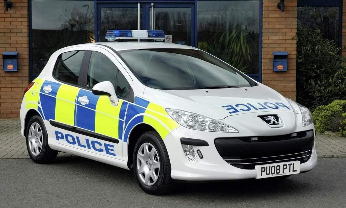 Peugeot-308-police