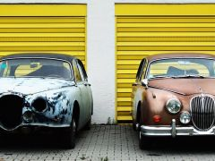 There is a subtle difference between these two Jaguar Mark 2 models