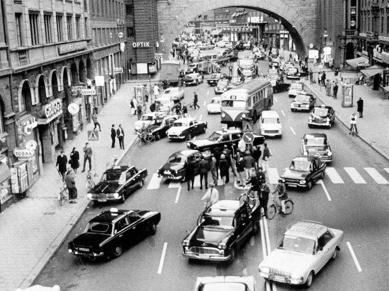 Traffic in Sweden changes from RHD to LHD in 1967