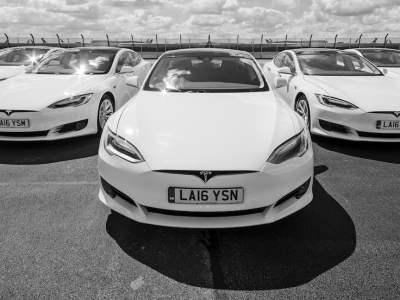 White-car-tesla-Model_S-04