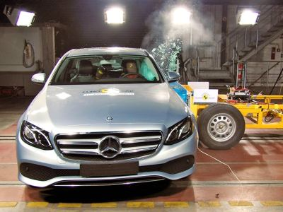 1609-mercedes-eclass-crash-01-jpg