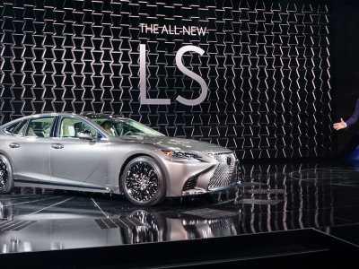 1701-Lexus-LS-04