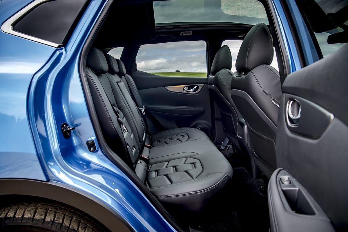 Nissan Qashqai 2017 - rear seats (The Car Expert)