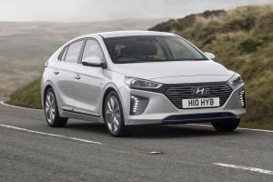 Hyundai Ioniq hybrid review 2017 (The Car Expert)