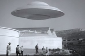 Lisa's Home Bijou: Earth vs. the Flying Saucers