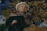 Mrs. Miracle visits a little boy who lives with his aunt while his father serves overseas. Romance and a happy ending in this Debbie Macomber Christmas story. Lisa's Home Bijou: Call Me Mrs. Miracle (2010)