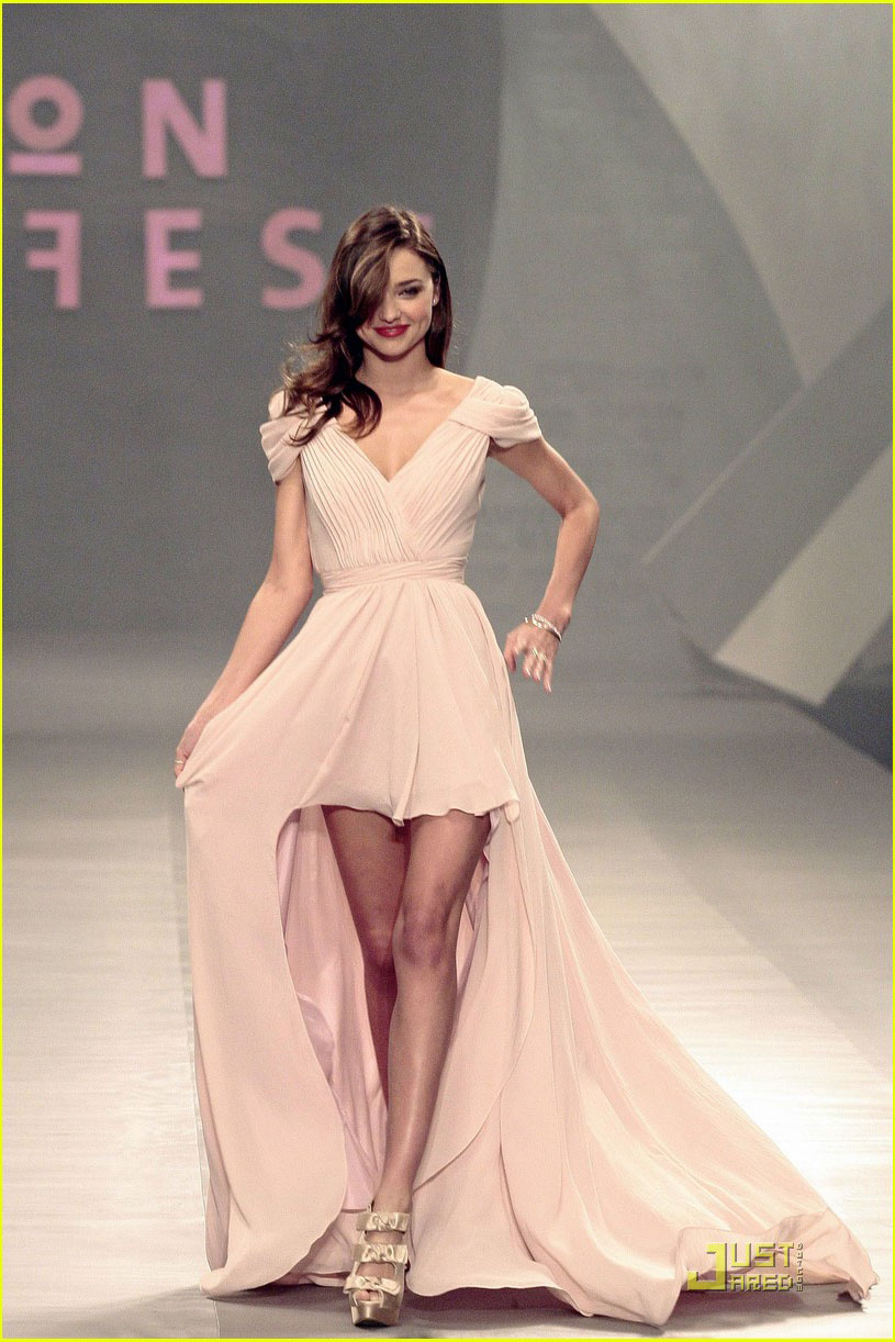 Miranda Kerr Hits the Runway Mexico City Hilow Prom Gown