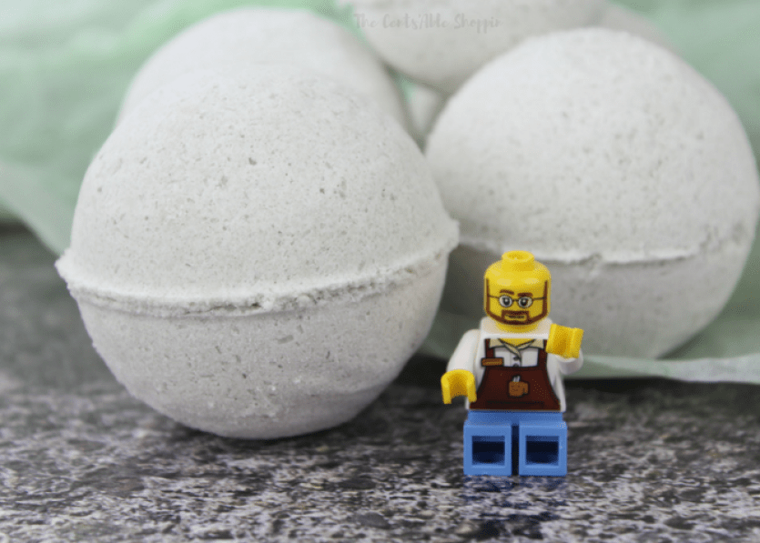 These LEGO-themed bath bombs are perfect for the ultimate LEGO lover! #BathBombs #DIY #LEGO