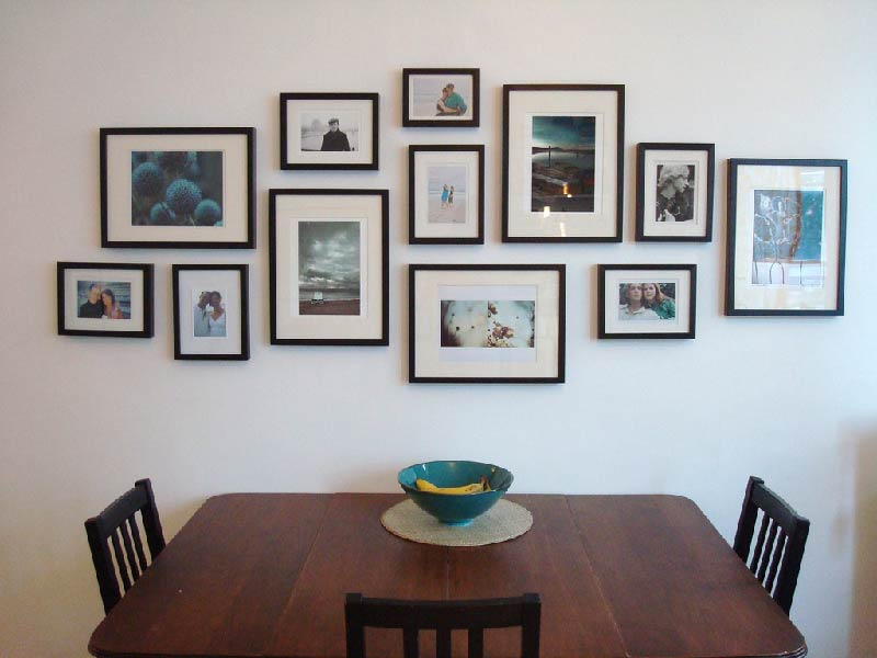 Picture Frames To Give Personal Touch To Living Room