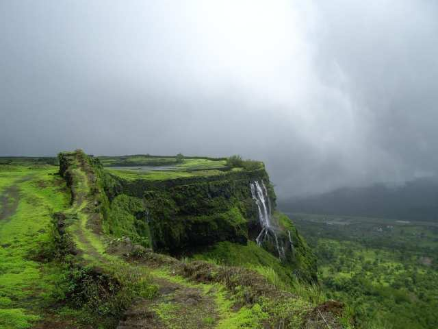 Lonavala - One Of The Preferred Holiday Destinations In India