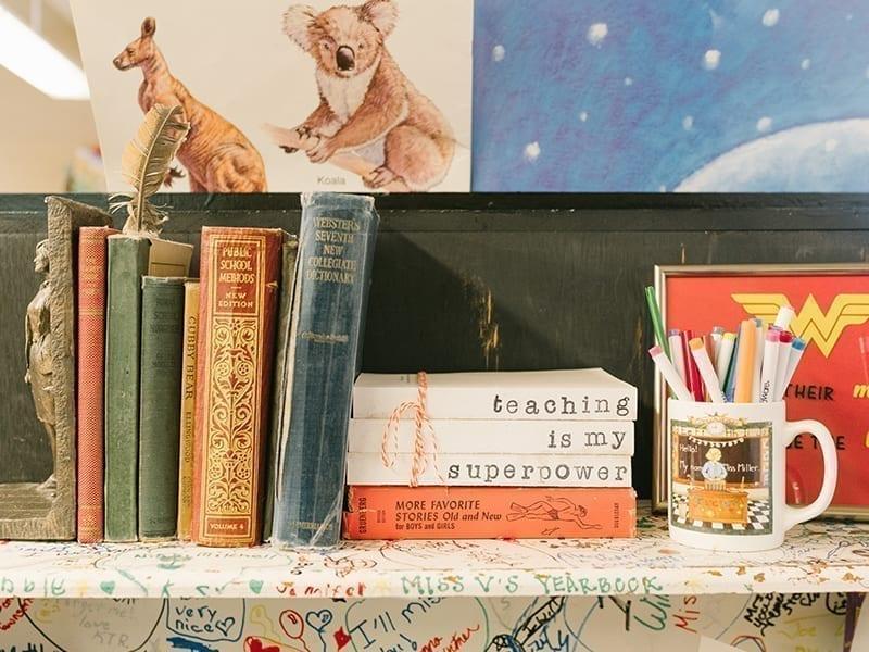 How To Maintain, Arrange And Decorate Bookshelf
