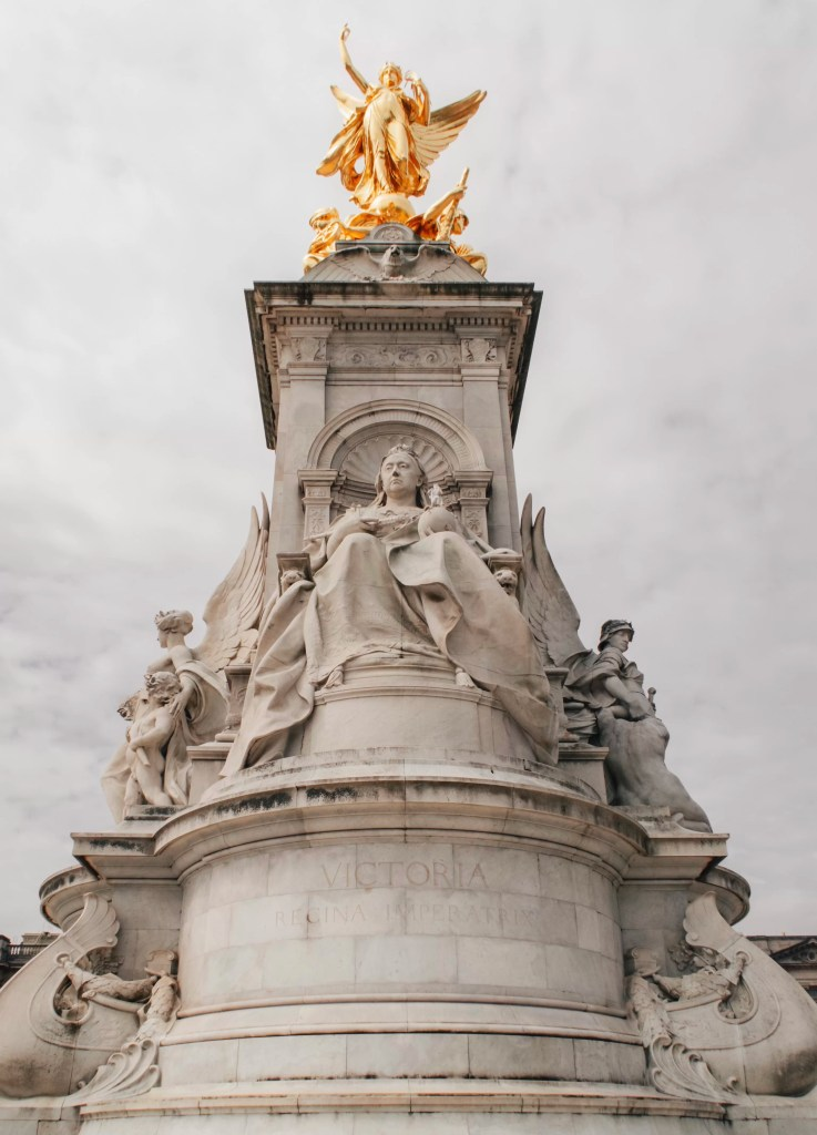Queen Victoria's statue outside the front of Buckingham Palace