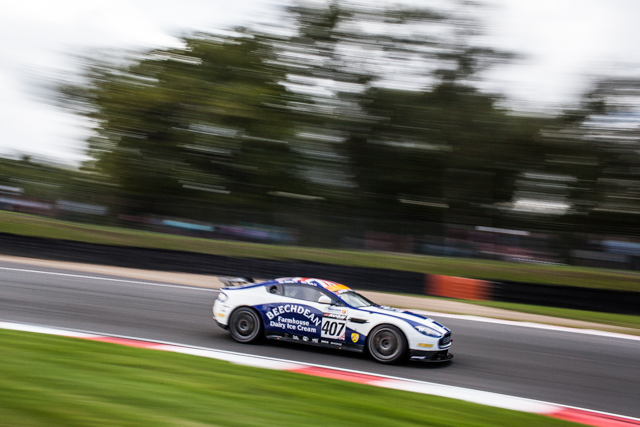 A timely safety car held Beechdean's GT4 team to a comfortable win (Credit: Tom Loomes Photography)