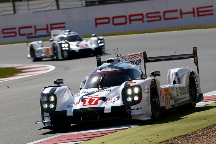 Mark Webber led early from pole, but the #17 Porsche would not see the checkered flag (Credit: Porsche AG)