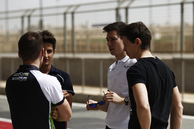 Sizing up the opposition. Title contenders Alex Lynn and Mitch Evans chat to Richie Stanaway and Nick Yelloly. (Credit: Sam Bloxham/GP2 Media Service)